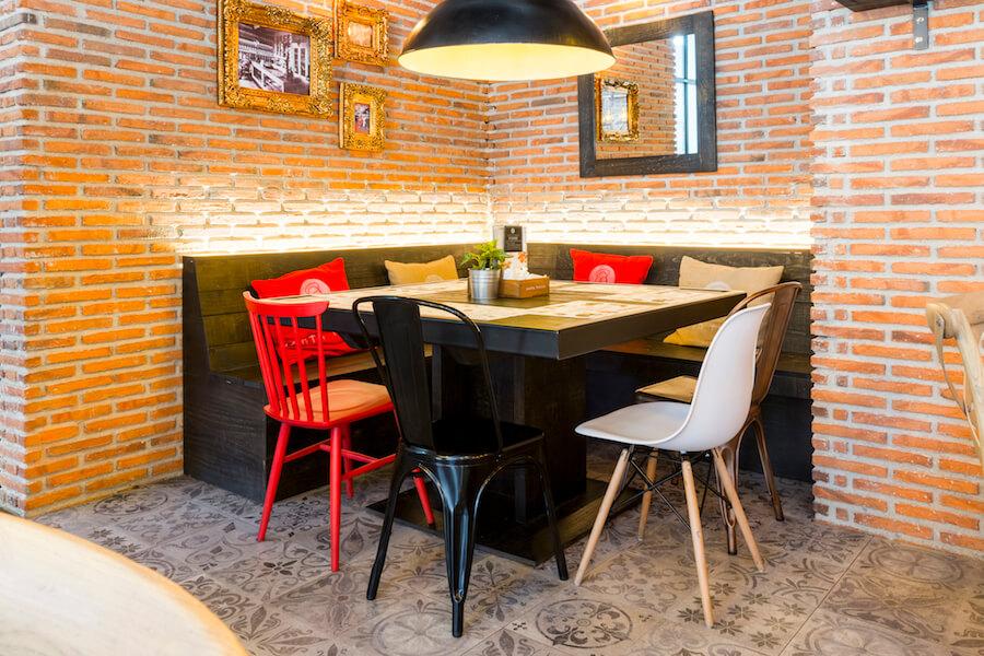 Santa teresa restaurante de cocina tradicional en chamber - Mesa esquinera cocina ...