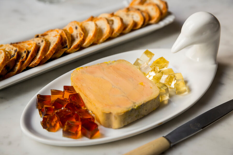 CRISTINA ORIA Foie micuit con dos tipos de geltinas y pan de pasas y nueces