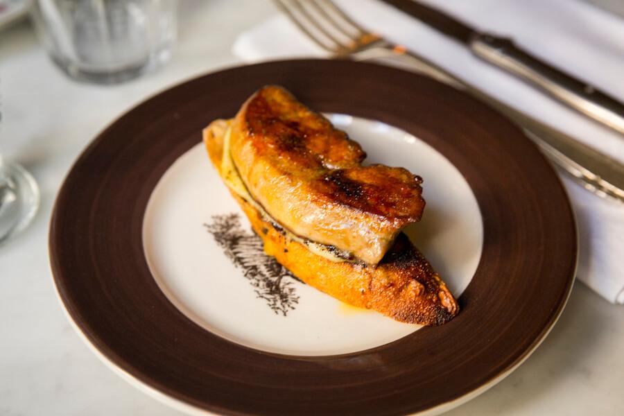 CRISTINA ORIA Pepito de foie a la plancha sobre compota de manzana y pan de cereales