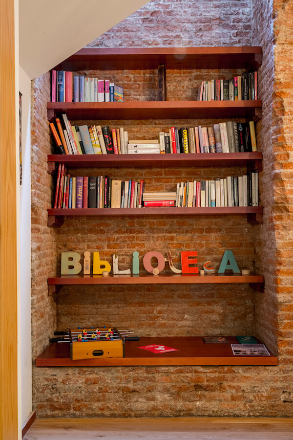 CUATRO GATOS biblioteca