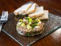 EL INGREDIENTE Steak tartar de pato estilo Robin Food con alcaparras fritas y mayonesa japo