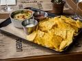 GARAJE GRILL Dip de queso gratinado con espinacas y alcachofas y nachos