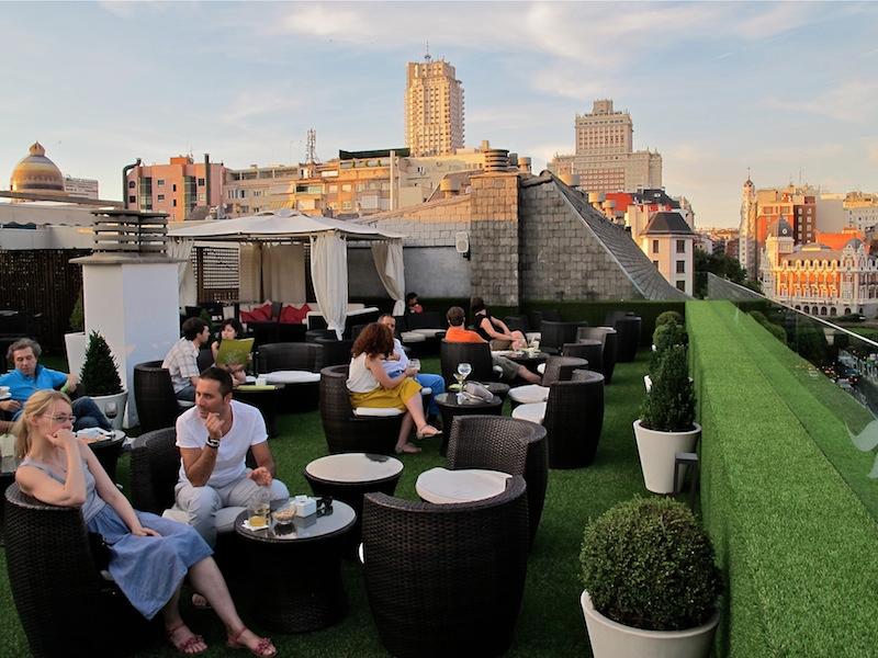La terraza del aparthotel jardines de sabatini for Restaurante jardines de sabatini