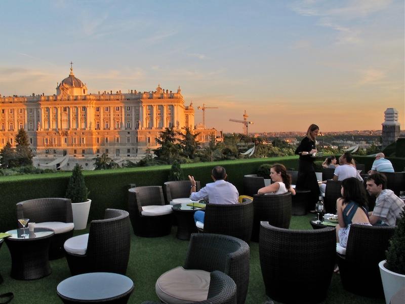 La terraza del aparthotel jardines de sabatini for Terraza sabatini madrid