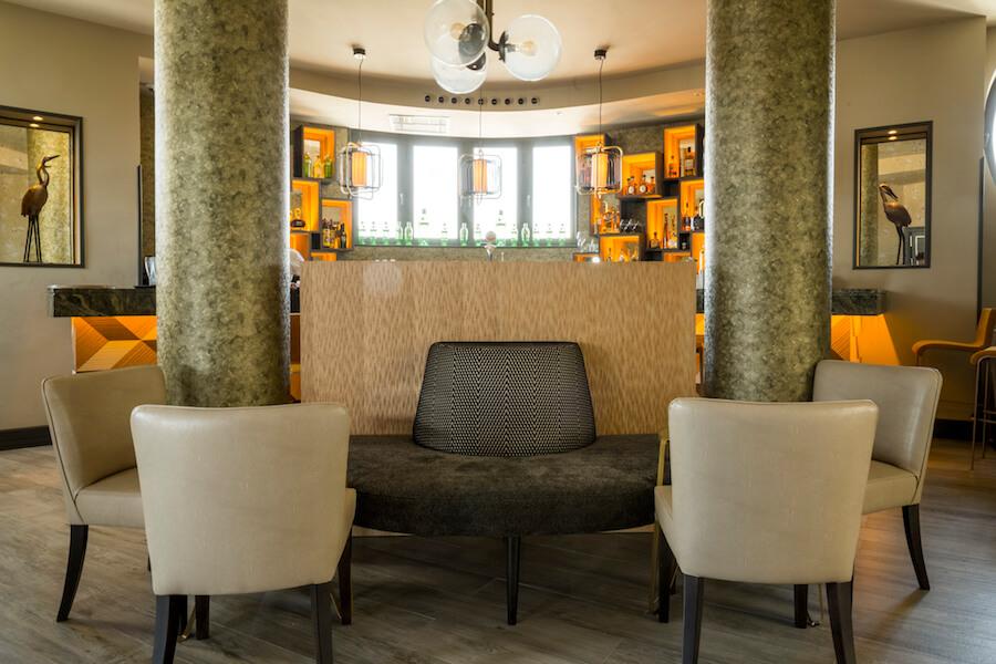 TERRAZA HOTEL EMPERADOR Cocktail bar interior