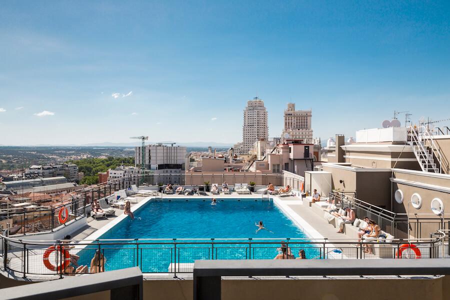terraza hotel emperador una de las mejores piscinas en azotea de madrid