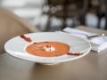 TERRAZA HOTEL EMPERADOR Gazpacho con helado de aceite de oliva virgen extra y crujiente de jamOn