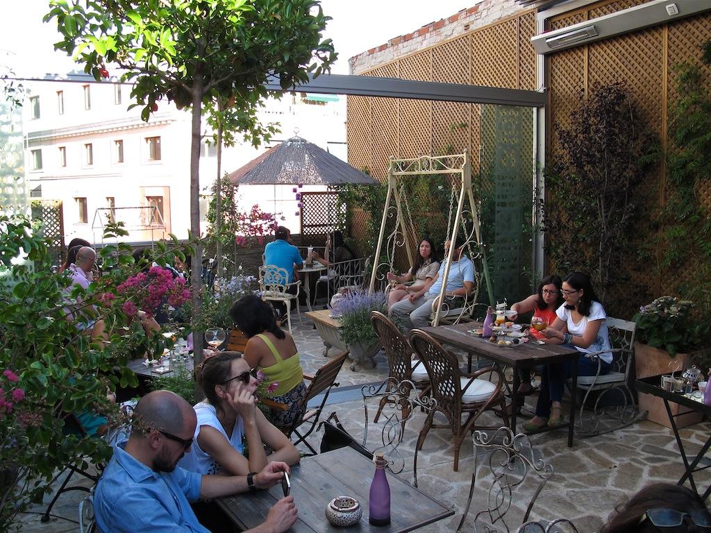 Las terrazas del verano en madrid for Bazzel el jardin de los secretos