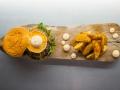 MAMITA TAQUERIA Hamburguesa de cebon con queso de cabra, cebolla caramelizada y mayonesa de chipotle