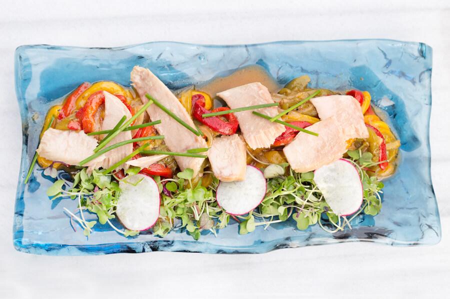 ONLY YOU Atocha Terraza Ensalada de pimientos con ventresca de atun