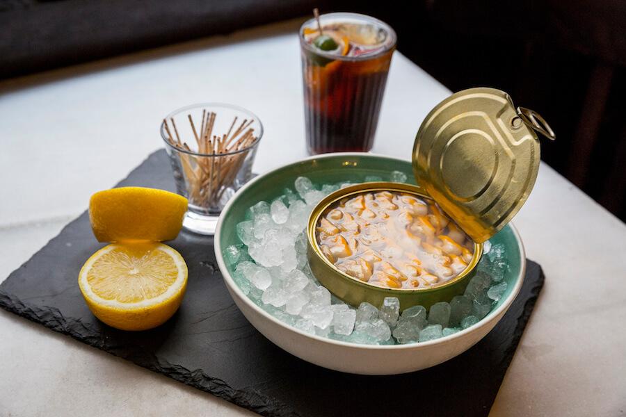 Varsovia Cocktail and Bar Berberechos La Brujula