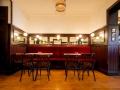 Varsovia Cocktail and Bar Sofas de terciopelo rojo