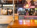 YATAI MARKET puestos de comida y neones