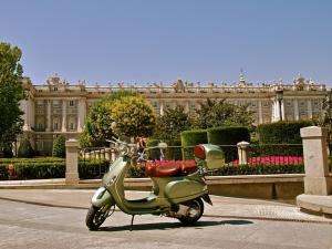 Alquiler de Vespas en Madrid. Trip Chic!