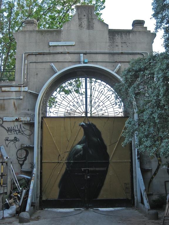 Trasera del portalón de Tabacalera en la Glorieta de Embajadores