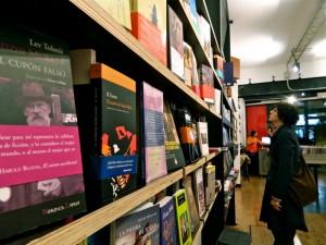 Bajo el volcan. Librería en Lavapiés, Madrid