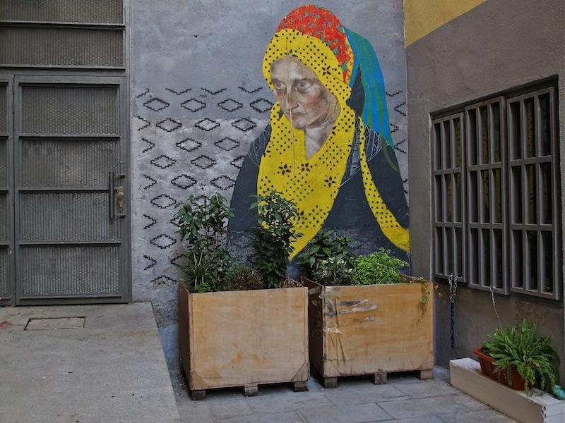 Intervención de Borondo y Teti en el callejón de Tribulete (Lavapiés)