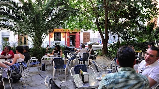 La terraza de la Taberna Angosta. Madrid
