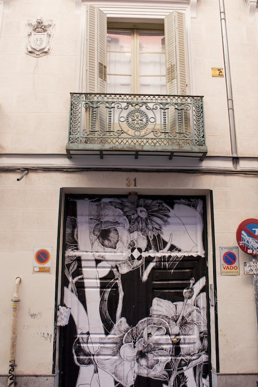 Arte urbano en Madrid. Intervención artística en calle Barco 31.