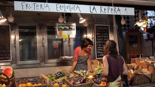 Frutería ecológica en el Mercado de San Fernado