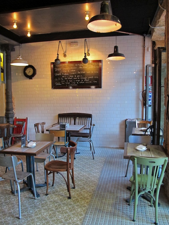 Revoltosa, bar restaurante en la plaza del Rey