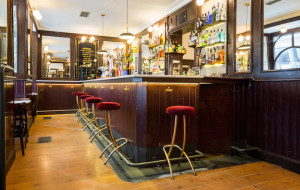 'Varsovia Cocktail & Bar', vermú y cócteles con historias de Malasaña