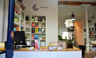 'Ciento Volando', una librería donde ir a por un libro y quedarse a tomar un café