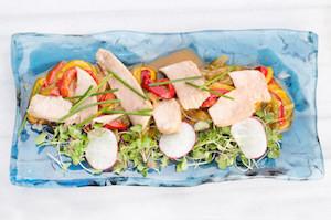 Ensalada de pimientos con ventresca de atún.
