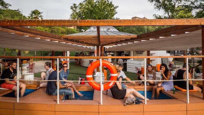 TERRZA ATENAS terraza y lounge bar junto al parque de Atenas