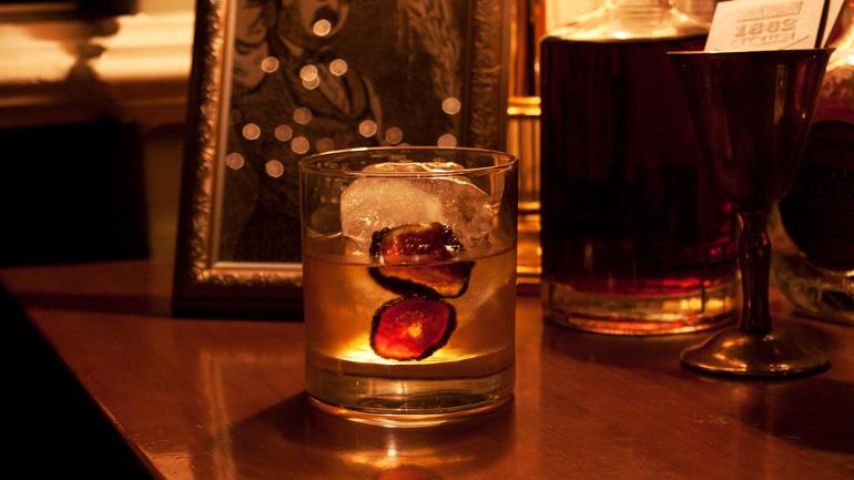 1860 Dry Bar, cócteles con historia en Malasaña