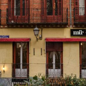 01-mur-cafe