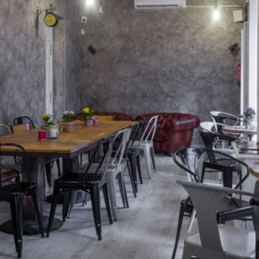 09-mur-cafe