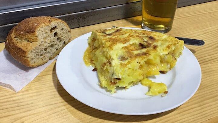 CASA DANI Pincho Tortilla y caña