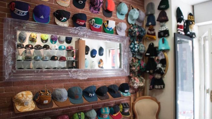 De compras por la Corredera de San Pablo, en Malasaña