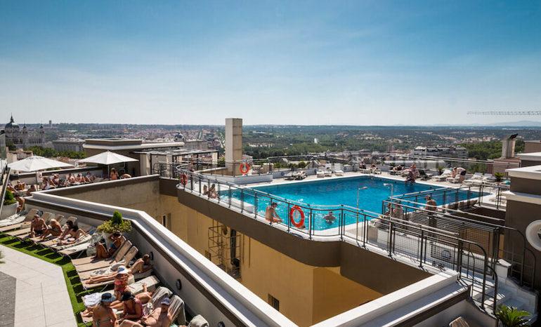 El hotel emperador abre la terraza con piscina terraza - Piscina hotel emperador ...