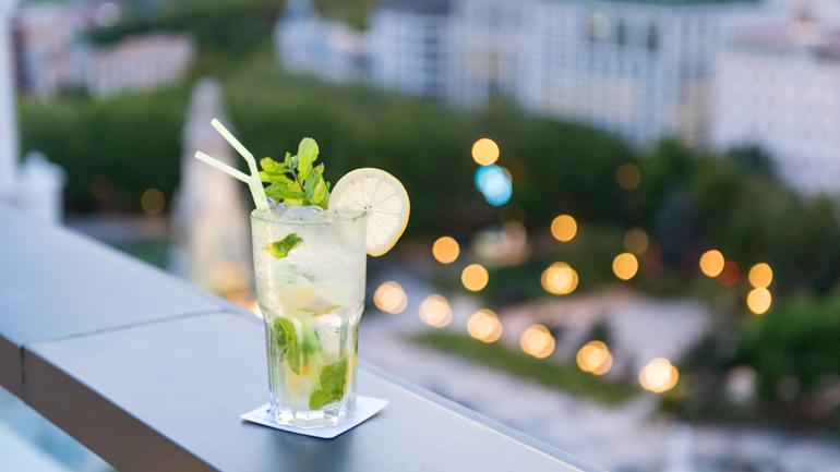 Terraza ático del Dear Hotel | Restaurante y coctelería en Gran Vía