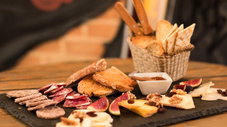 Fogg Bar, quesos y cervezas artesanas en Las Letras