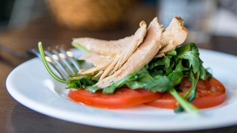 Fonty ensalada de tomate, rucula y ventresca de atun