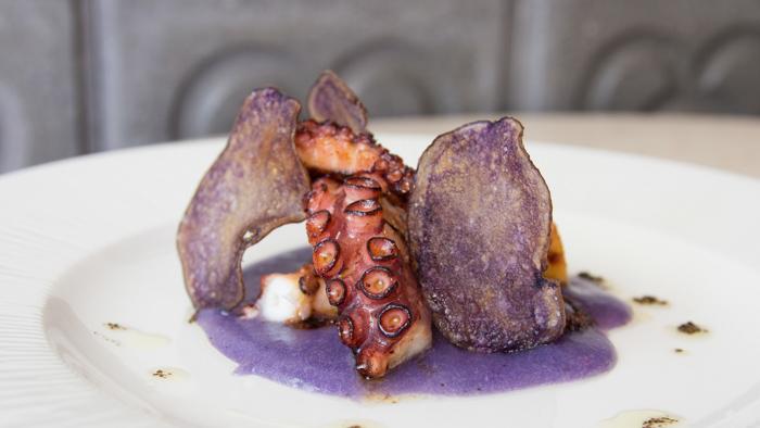 Casa de Fieras Pata de pulpo con patata de violeta y trufa-2