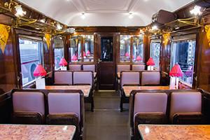 GastroRail Cafeteria Mesas en Vagon de tren