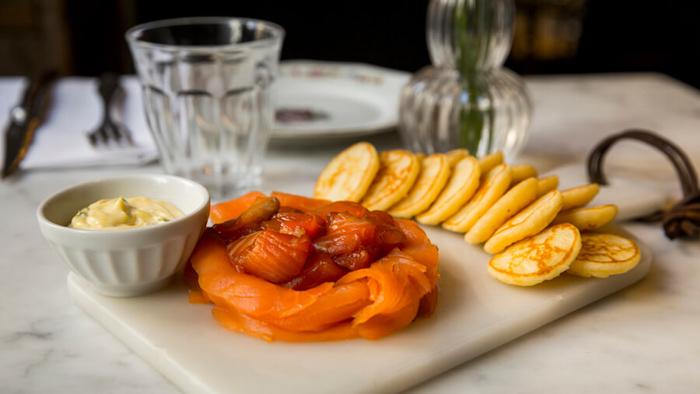 CRISTINA ORIA Salmon de dos cocciones con blinis salsa de eneldo y mantequilla-2