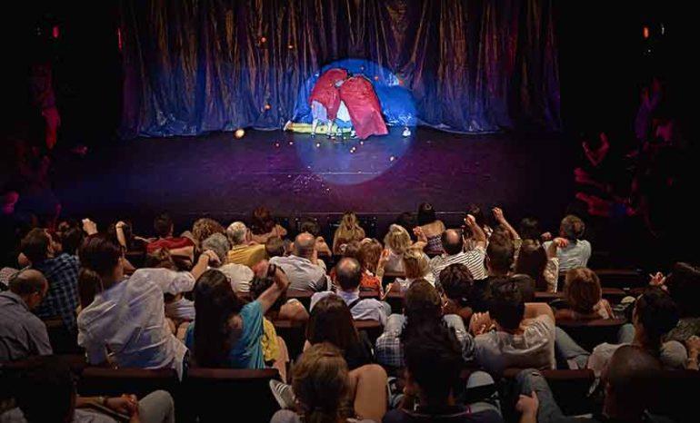 La katarsis del tomatazo obra de teatro en la sala mirador for Sala mirador
