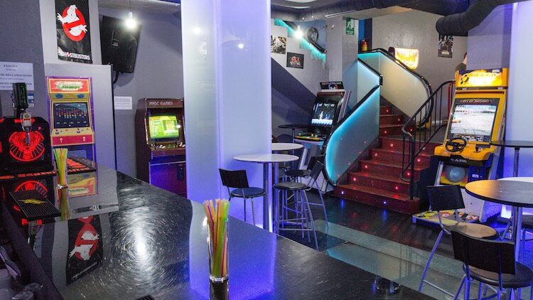 NEXT LEVEL Arcade Bar ambiente retro