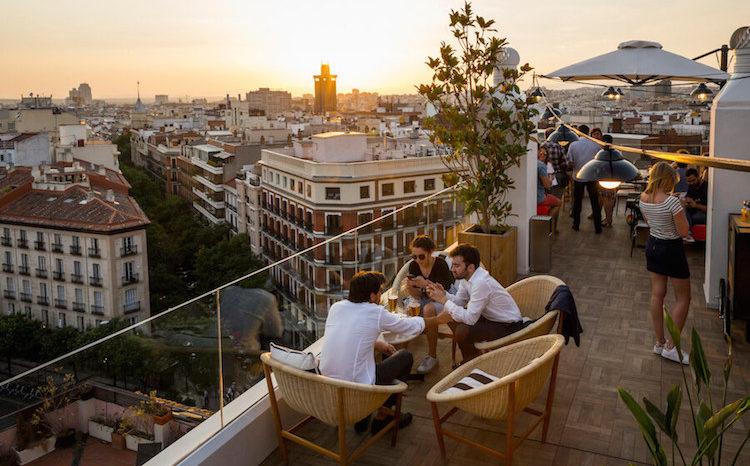 El cielo de alcal la terraza panor mica del hotel h10 en la puerta de alcal - Puerta terraza ...