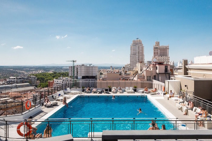 La terraza del emperador i un beach club con piscina y for Piscina chamberi