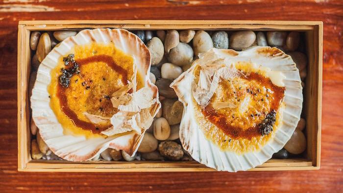 HATTORI HANZO Vieiras con salsa holandesa y katsuobushi STORIE GV.jpg