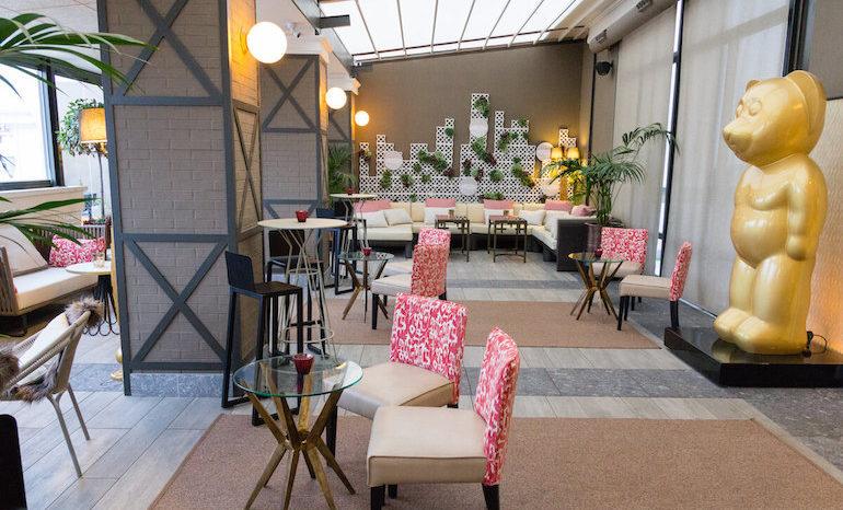 Sky Bar Con Terraza Cubierta En El Hotel Emperador De La