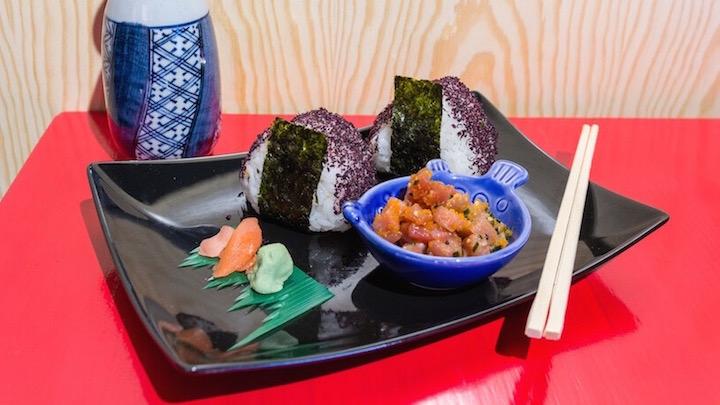 YAN KEN PON Onigiri de salmon y Tartar de atun con huevas de salmon