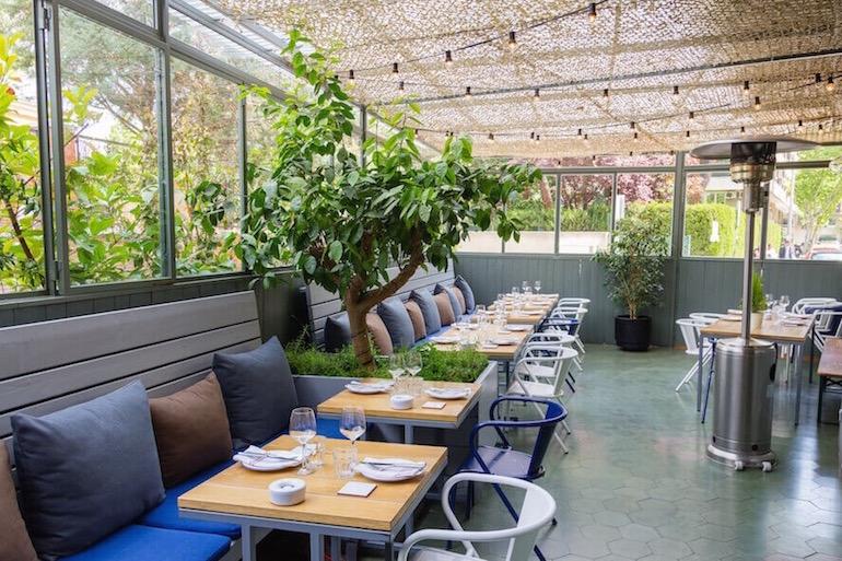 Restaurantes con terraza interior para disfrutar el verano for Restaurantes con terraza madrid