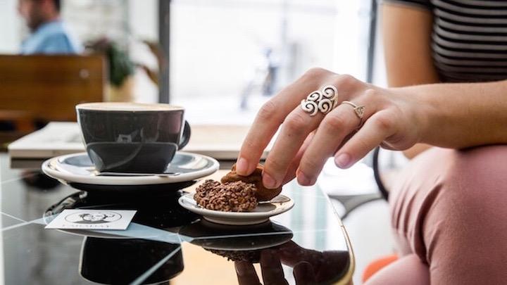 FARADAY donde tomar cafe de especialidad con trufas de chocolate